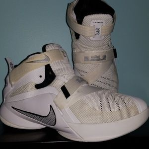 Lebron James Nike Youth Sneakers(boys)